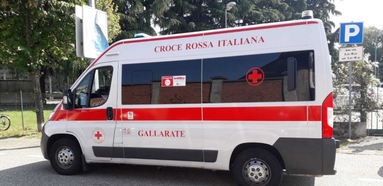 Somma Lombardo (VA), 75enne caduto,  arriva l'ambulanza