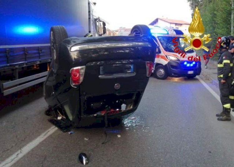 Fagnano Olona, auto ribaltata, ragazza portata in ospedale