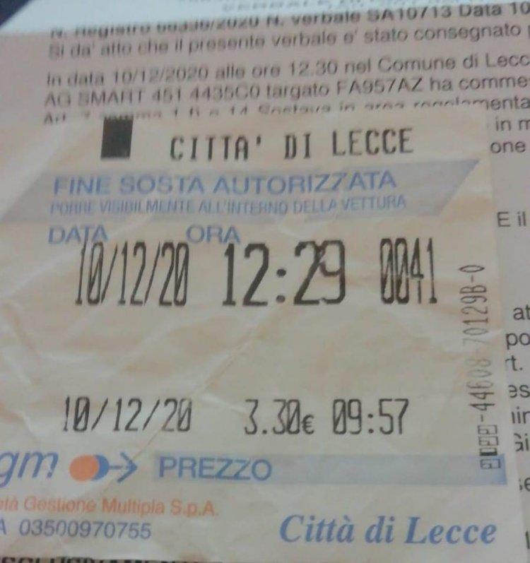 Lecce, ticket scaduto da un minuto: multato dagli ausiliari.