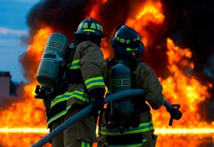 Cuglieri (Oristano). Incendio devastante, le famiglie abbandonano le abitazioni.