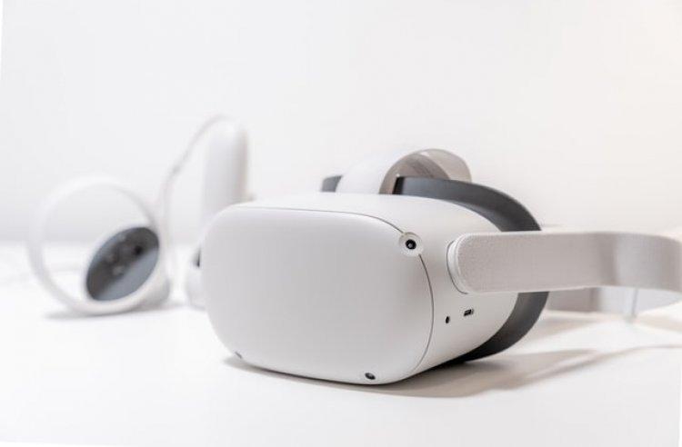 Facebook richiama la schiuma facciale del visore Oculus Quest 2