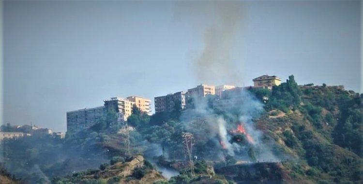 CORIGLIANO-ROSSANO (CS): Un vasto incendio tra Scalo  e centro storico