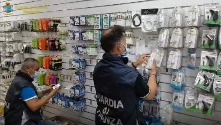 GdF, Civitanova e Macerata,  sequestrati 19 mila articoli