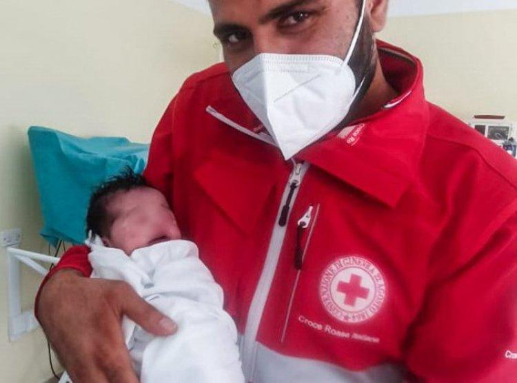 Sulmona: donna afgana partorisce una bambina
